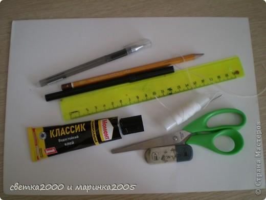 """Для блокнота мне понадобились:  бумага (плотная и неплотная), клей """"Момент"""", нитки толстые, ножницы, карандаш, линейка, ластик, чёрный фломастер, гелиевая ручка. фото 1"""