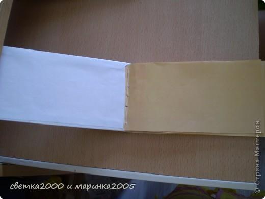 """Для блокнота мне понадобились:  бумага (плотная и неплотная), клей """"Момент"""", нитки толстые, ножницы, карандаш, линейка, ластик, чёрный фломастер, гелиевая ручка. фото 3"""