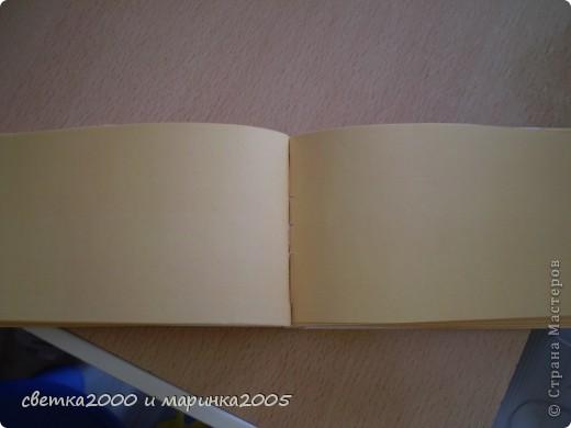 """Для блокнота мне понадобились:  бумага (плотная и неплотная), клей """"Момент"""", нитки толстые, ножницы, карандаш, линейка, ластик, чёрный фломастер, гелиевая ручка. фото 4"""