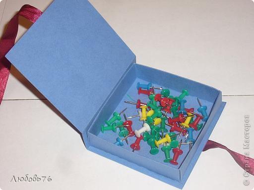 Добра у нас теперь очень много и всё нужно чтобы имело своё место.Вот нас и вдохновили коробочки Марины(Баунти) http://stranamasterov.ru/node/378116 на очередной подвиг(как сказал наш папа)плагиат!!! Вот наши коробочки(правда меня здесь было совсем мало,только расчертить строго по придуманным размерам,кое-что помочь вырезать фигурными ножницами и приклеить некоторые детали на клей Момент).  Правильней будет сказать коробочки моей дочи.Дальше будет каждая в отдельности. фото 3