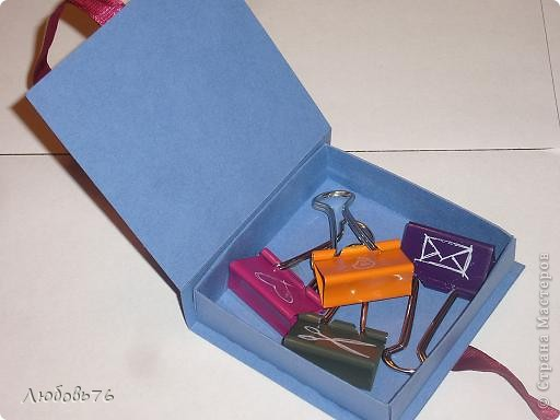 Добра у нас теперь очень много и всё нужно чтобы имело своё место.Вот нас и вдохновили коробочки Марины(Баунти) http://stranamasterov.ru/node/378116 на очередной подвиг(как сказал наш папа)плагиат!!! Вот наши коробочки(правда меня здесь было совсем мало,только расчертить строго по придуманным размерам,кое-что помочь вырезать фигурными ножницами и приклеить некоторые детали на клей Момент).  Правильней будет сказать коробочки моей дочи.Дальше будет каждая в отдельности. фото 4