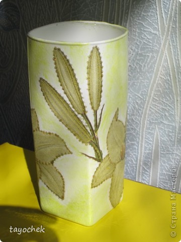 Сотворилась такая вазочка из обыкновенного стеклянного стакана и довольно невзрачной на вид салфетки фото 3