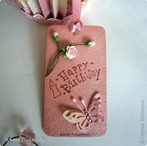 Еще один подарочный кексик... Вкусный, сладкий,  нежно-розовый.. Очень удобная и красивая коробочка,  в которую можно положить любимые конфетки, вкусный чай или украшение...  фото 3