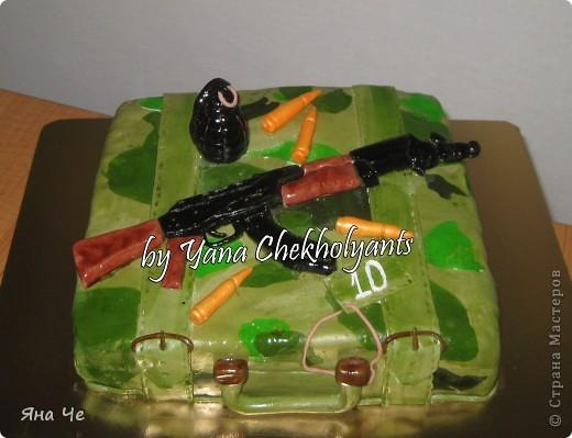 Обязательно хотели автомат Калашникова на тортик
