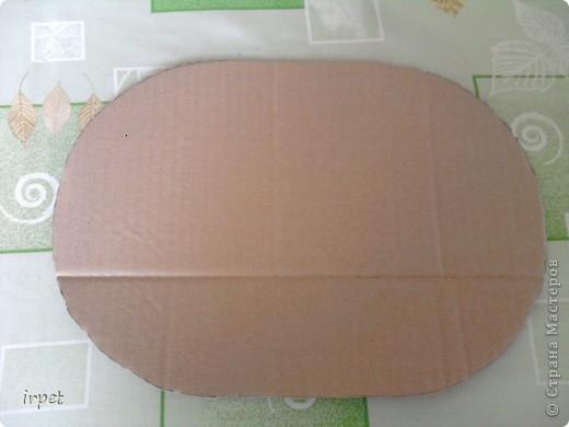 Не прижился у меня способ приклеивания трубочек-основ между двумя слоями картона. На одном из форумов увидела такой способ исполнения картонного дня, доношу его до Вас. Вырезаем из картона необходимого размера дно, распечатываем картинку и за дело! фото 2