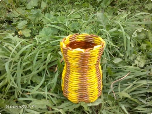 Вот что успела сплести за лето. Это вазочка для мамы под цветочки. фото 1