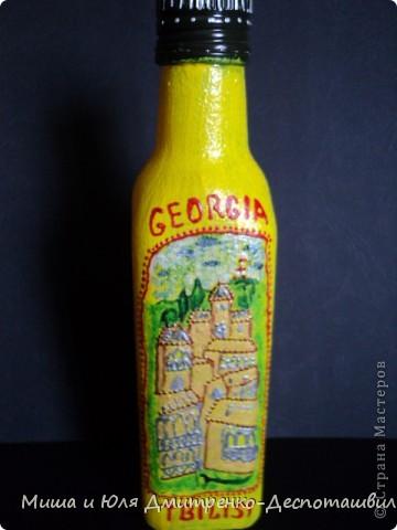 Бутылочка маленькая из-под оливкового масла. Впервые рисовала на бутылке, так что не судите строго.  С лицевой стороны изображен вид старого Тбилиси фото 1