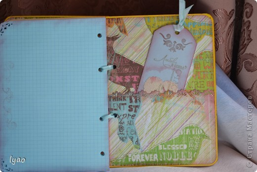 Счастья вам, дорогие гости!!! Решила показать вам блокноты... тоже простые, без излишеств, как говорят... Купила готовые блоки для тетрадей на кольцах... Цель у меня была такая: оформить обложки без украшений, используя в основном бумагу, и добавлять украшалки только в крайнем случае... Вот что у меня получилось... судите сами... Блокнот для мужчины в виде портфеля... фото 19