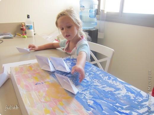 лилии-сначала рисовали пастелью зветы,а фон позже делали акварелью фото 4