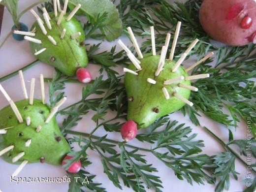 Веселые зверушки из овощей и фруктов фото 5