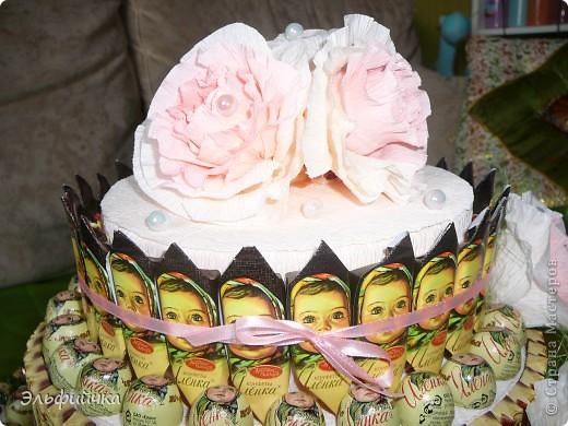 Заказали на юбилей торт из конфет. Условием было все конфеты Аленки, так как юбиляршу зовут Елена)) фото 3