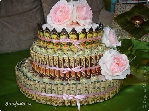 Заказали на юбилей торт из конфет. Условием было все конфеты Аленки, так как юбиляршу зовут Елена)) фото 2