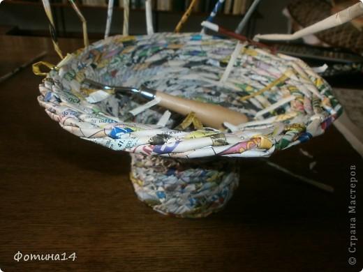 """Мое первое детище. Несмотря на явные изъяны, мне эта работа принесла удовлетворение. Оплетала коробку из-под конфет, красила неводной морилкой """"Эбеновое дерево"""" после плетения. По окончании работы поняла, что коробку тоже нужно красить перед началом работы. фото 7"""