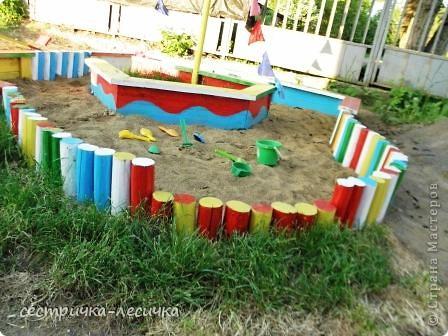 Мы недавно переехали в свой дом, не прошел и год! но летом так хочется, всего цветущего, красивого...приступили к обустройству участка, где-то землю насыпаем, где-то собираем))) Малышы все в песке,  растягивают во все стороны, вот муж и решил потратить несколько дней и  сделать детскую площадку! Начали с песочницы, захотелось, что-то более интересное чем квадрат, понравилась эта идейка http://www.liveinternet.ru/users/4074358/post175141289/, мы немного изменили размеры, ведь это для двоих деток)))) фото 10
