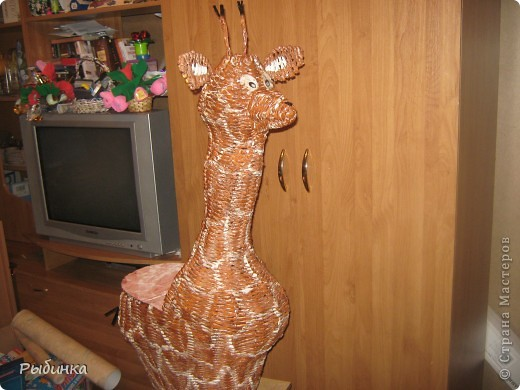 Это моя самая первая плетеная игрушка. Используем как корзину для игрушек. Высота самой корзины ок. 50см фото 1