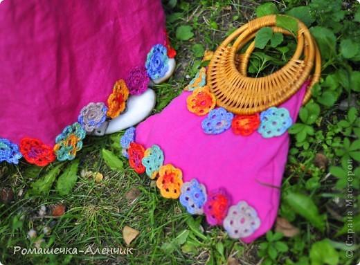 Этим летом я получила в подарок  от одной замечательной женщины очень интересные нитки - клубок вискозной пряжи всех цветов радуги. Их было не так много, и мне пришла в голову идея использовать их таким образом. фото 13