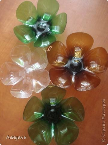 Эти шары сделаны из пластиковых бутылок.Саму идею брала из интернета.Мне так они понравились,что тоже захотела сделать. фото 2