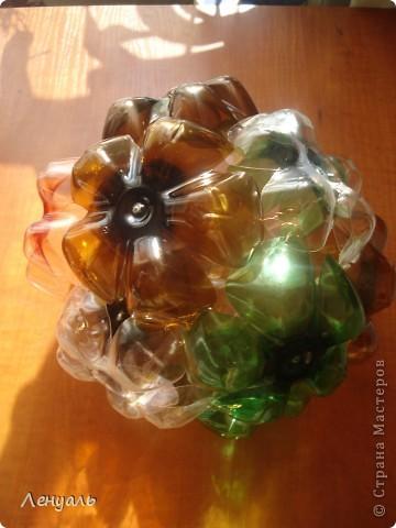 Эти шары сделаны из пластиковых бутылок.Саму идею брала из интернета.Мне так они понравились,что тоже захотела сделать. фото 3