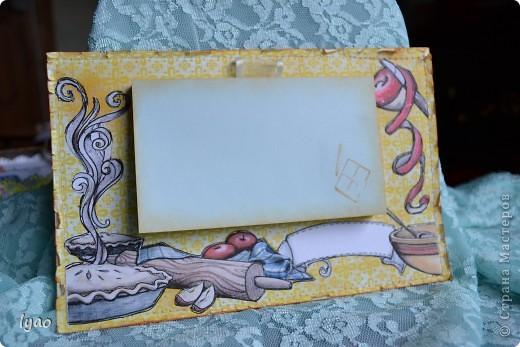Приветствую всех, кто зашел на огонек, вернее посмотреть мои магнитики... Итак, смотрите. Они очень простые... Рамочки для фото, размер -- квадратик 10*10, а сама рамочка 6*6, цветочки вырезала из тутовой бумаги... фото 5