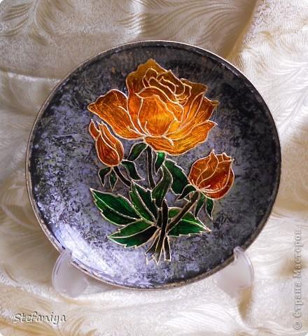 """ваза выполнена в технике """"Sospeso Transparente"""" от Моники Аллегро. веточка морозника. цветы на кустиках этого растения вогнутые, пыталась повторить, хотя на МК делала цветы магнолии выпуклые - старалась их """"вывернуть"""", чтобы показать всю красоту цветка. а вот  морозник - цветочек, который """"прячет"""" свою красоту в серединочке. делать объемными цветочки помогал сын. мне показалось, что у него получилось гораздо лучше, чем у меня!!!  в общем - ура красоте!! немного контурных завитушечек и все - ваза больше украшаться не позволила!!! хи-хи!!! фото 6"""