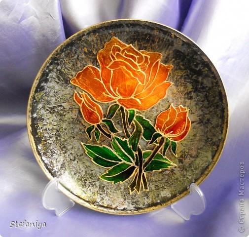 """ваза выполнена в технике """"Sospeso Transparente"""" от Моники Аллегро. веточка морозника. цветы на кустиках этого растения вогнутые, пыталась повторить, хотя на МК делала цветы магнолии выпуклые - старалась их """"вывернуть"""", чтобы показать всю красоту цветка. а вот  морозник - цветочек, который """"прячет"""" свою красоту в серединочке. делать объемными цветочки помогал сын. мне показалось, что у него получилось гораздо лучше, чем у меня!!!  в общем - ура красоте!! немного контурных завитушечек и все - ваза больше украшаться не позволила!!! хи-хи!!! фото 7"""