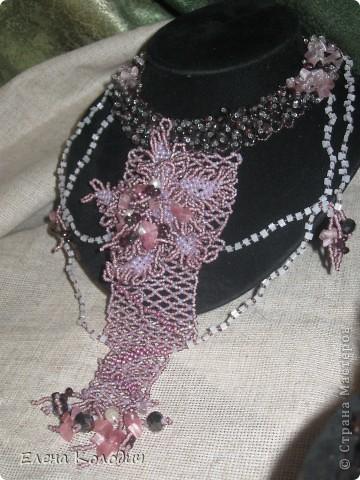 Колье-трансформер ,, Орхидея,, . Цветок отстёгивается и может применяться как брошь. Применялся речной жемчуг и турмалин. Листики выполнены по схеме двухстороннего американского жгута, лепестки -   листик -рюш. фото 14