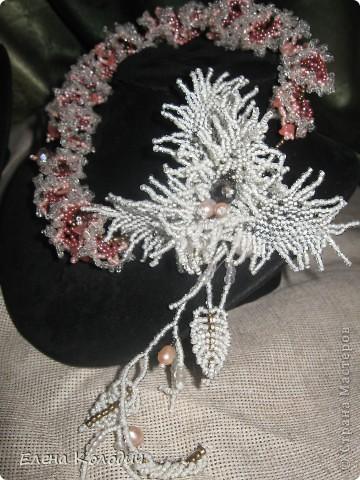 Колье-трансформер ,, Орхидея,, . Цветок отстёгивается и может применяться как брошь. Применялся речной жемчуг и турмалин. Листики выполнены по схеме двухстороннего американского жгута, лепестки -   листик -рюш. фото 1