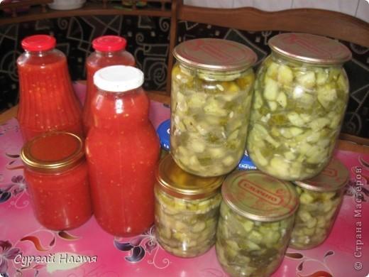 Здравствуйте , дорогие жители Страны Мастеров. Сегодня мы с мамой спешим поделиться новыми рецептами заготовок на зиму! Сделали мой любимый салат из огурцов и томатный сок. Вот они во всей красе! И огурчики и помидорки свои - с дачи. Итак, рецептики!!! фото 1