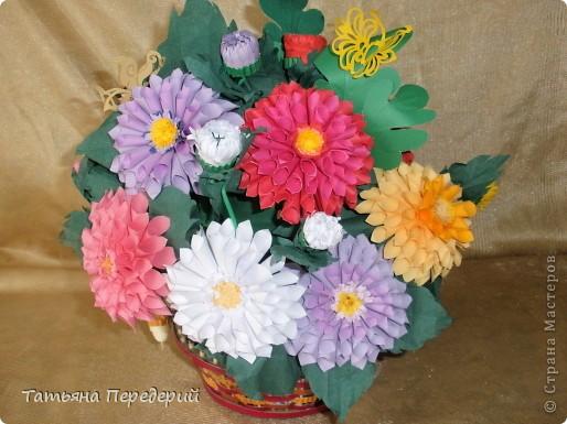 Доброго времени суток, дорогие жители СМ! Продолжаю свою серию цветочных корзинок. Сегодня хочу подарить ВАМ георгины, которые я снова поселила в корзинку от Светланы  http://stranamasterov.ru/node/377437     Георгин - каприз, непостоянство... фото 3