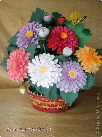 Доброго времени суток, дорогие жители СМ! Продолжаю свою серию цветочных корзинок. Сегодня хочу подарить ВАМ георгины, которые я снова поселила в корзинку от Светланы  http://stranamasterov.ru/node/377437     Георгин - каприз, непостоянство... фото 1