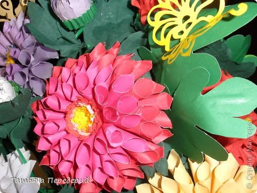 Доброго времени суток, дорогие жители СМ! Продолжаю свою серию цветочных корзинок. Сегодня хочу подарить ВАМ георгины, которые я снова поселила в корзинку от Светланы  http://stranamasterov.ru/node/377437     Георгин - каприз, непостоянство... фото 5