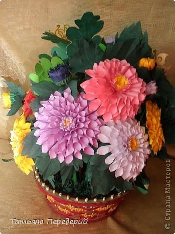 Доброго времени суток, дорогие жители СМ! Продолжаю свою серию цветочных корзинок. Сегодня хочу подарить ВАМ георгины, которые я снова поселила в корзинку от Светланы  http://stranamasterov.ru/node/377437     Георгин - каприз, непостоянство... фото 2