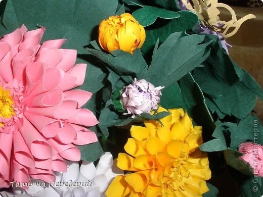 Доброго времени суток, дорогие жители СМ! Продолжаю свою серию цветочных корзинок. Сегодня хочу подарить ВАМ георгины, которые я снова поселила в корзинку от Светланы  http://stranamasterov.ru/node/377437     Георгин - каприз, непостоянство... фото 9