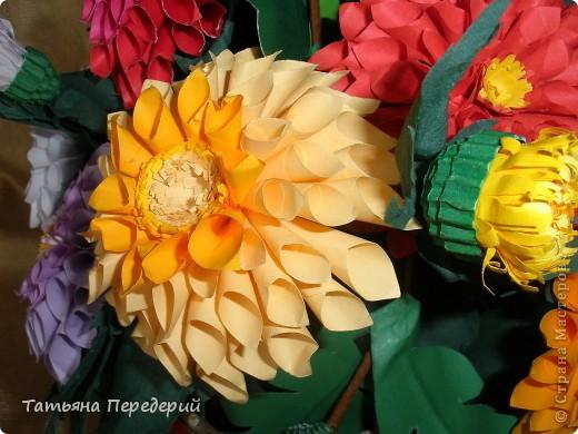 Доброго времени суток, дорогие жители СМ! Продолжаю свою серию цветочных корзинок. Сегодня хочу подарить ВАМ георгины, которые я снова поселила в корзинку от Светланы  http://stranamasterov.ru/node/377437     Георгин - каприз, непостоянство... фото 13