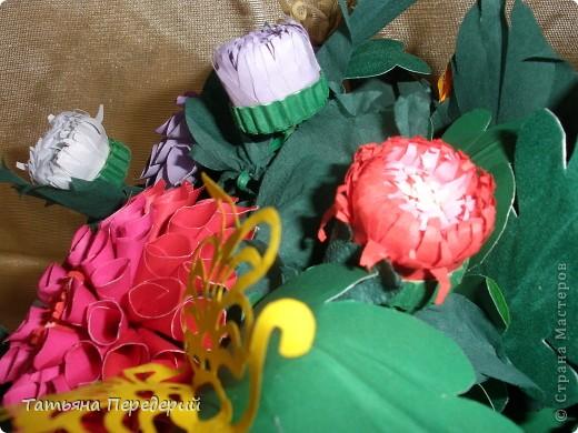 Доброго времени суток, дорогие жители СМ! Продолжаю свою серию цветочных корзинок. Сегодня хочу подарить ВАМ георгины, которые я снова поселила в корзинку от Светланы  http://stranamasterov.ru/node/377437     Георгин - каприз, непостоянство... фото 14