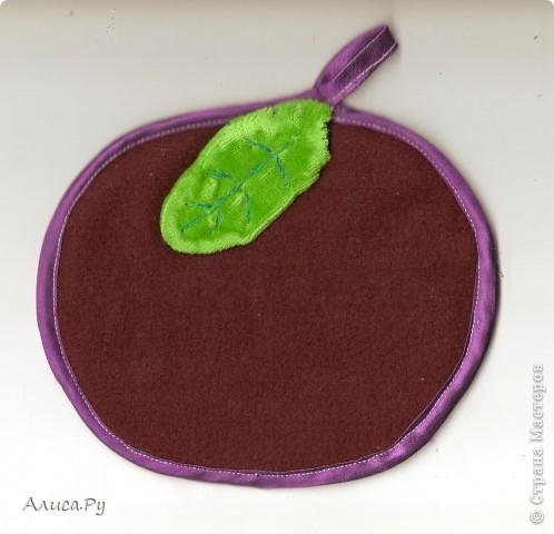 Вот такое яблочко-прихваточка сшились на выставку  и на яблочный конкурс Елены Гайдаенко. Один бочок-красненький, фото 1