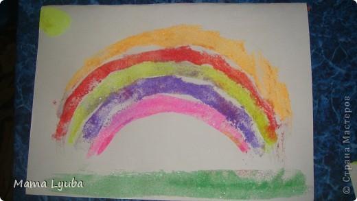 Работы выполнены детками 3-5 лет. Вот такие радужные работы получились. фото 5