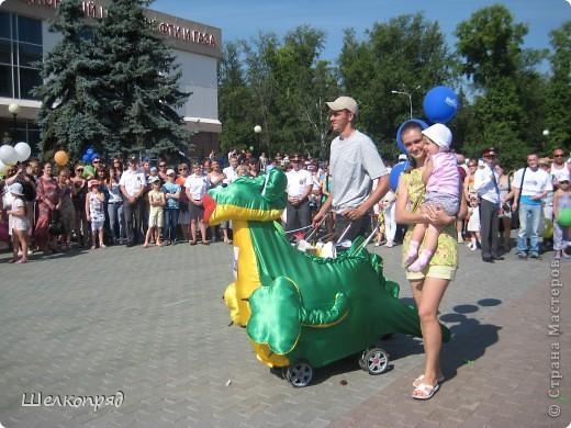 В седьмой раз поводят в нашем городе парад колясок. В первую очередь хочу показать ту коляску, которая мне понравилась больше всего. фото 48