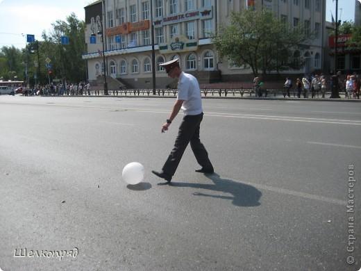 426-й день рождения у города Тюмени.  Перед парадом я прогулялась среди готовящихся к нему. Такие фото я люблю больше, когда люди ведут себя непринуждённо и расслабленно. Да и поснимать можно поближе. До чего же хороши девочки! фото 48