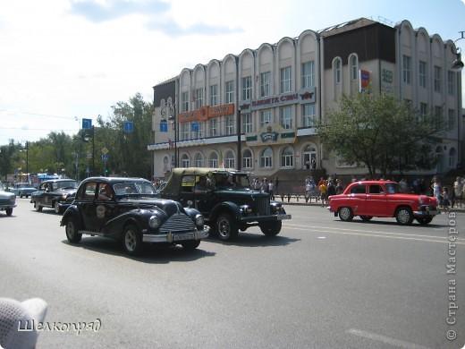 426-й день рождения у города Тюмени.  Перед парадом я прогулялась среди готовящихся к нему. Такие фото я люблю больше, когда люди ведут себя непринуждённо и расслабленно. Да и поснимать можно поближе. До чего же хороши девочки! фото 68
