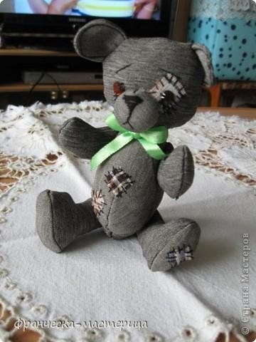 Дорогие друзья, приглашаю всех вас взглянуть на накопившуюся у меня мелочь! Итак- медвежонок новорожденный( белый), мех искусственный, глазки - пуговицы, набивка - холоффайбер, рост - 18 см. фото 2