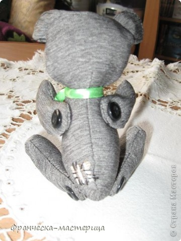Дорогие друзья, приглашаю всех вас взглянуть на накопившуюся у меня мелочь! Итак- медвежонок новорожденный( белый), мех искусственный, глазки - пуговицы, набивка - холоффайбер, рост - 18 см. фото 3