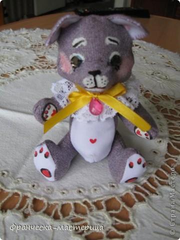 Дорогие друзья, приглашаю всех вас взглянуть на накопившуюся у меня мелочь! Итак- медвежонок новорожденный( белый), мех искусственный, глазки - пуговицы, набивка - холоффайбер, рост - 18 см. фото 4