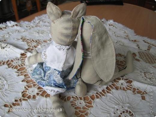 Дорогие друзья, приглашаю всех вас взглянуть на накопившуюся у меня мелочь! Итак- медвежонок новорожденный( белый), мех искусственный, глазки - пуговицы, набивка - холоффайбер, рост - 18 см. фото 7