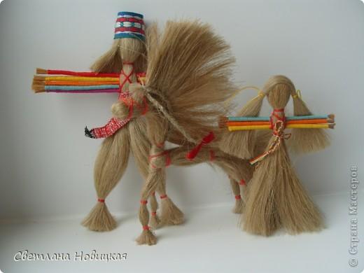 Игрушки из льна.  Если вы ничего не успеваете, у вас не хватает времени осуществить все свои задумки, просто... смастерите куколку. Десятиручка вам обязательно поможет. Эта народная кукла родилась на Руси и пришла из далекой древности. фото 16