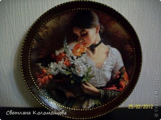 """Тарелка декоративная """"Ванильные розы"""", выполнена  в технике обратный декупаж. фото 2"""
