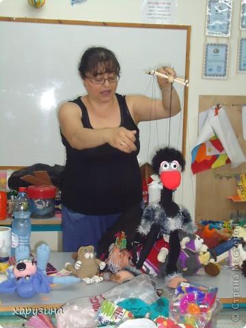 Пятиклассник Маор демонстрирует изготовленную им птицу-марионетку. фото 13