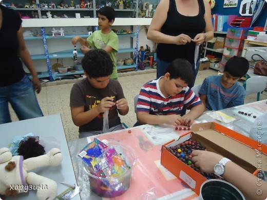 Пятиклассник Маор демонстрирует изготовленную им птицу-марионетку. фото 15