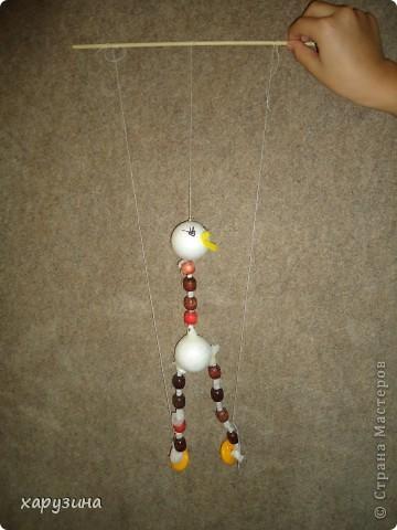 Пятиклассник Маор демонстрирует изготовленную им птицу-марионетку. фото 21