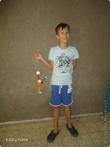 Пятиклассник Маор демонстрирует изготовленную им птицу-марионетку. фото 25